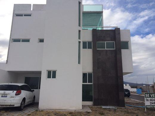 HERMOSA CASA EN GRAND JURIQUILLA